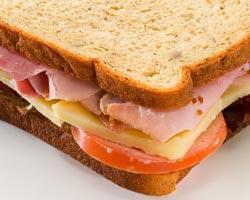 sandwich_cu_sunca_cascaval