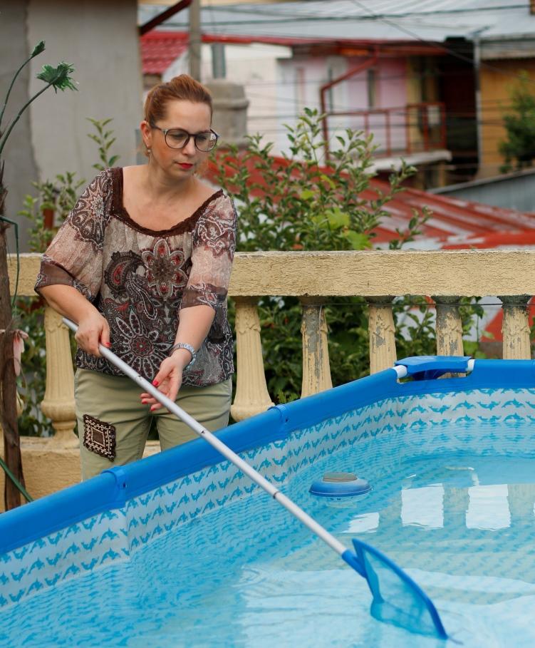 curatam piscina
