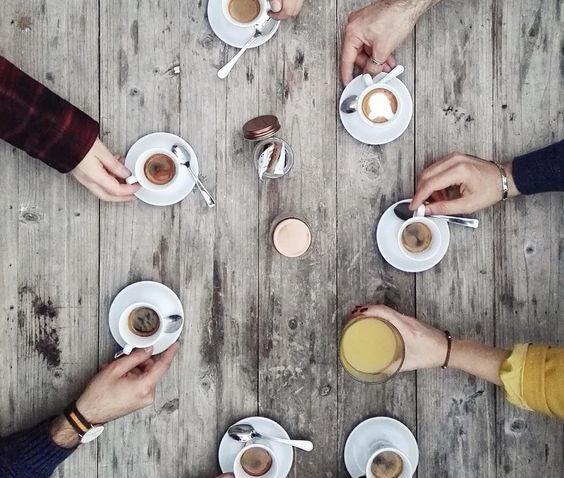 prieteni la cafea