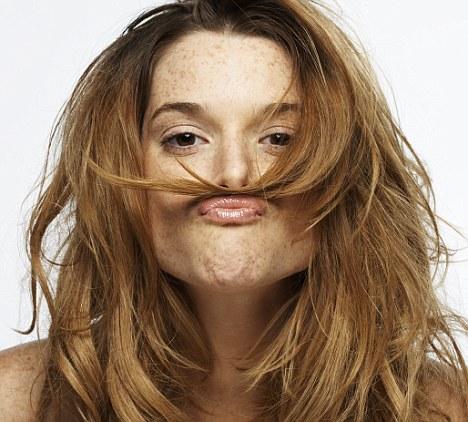 femeia-cu-mustata